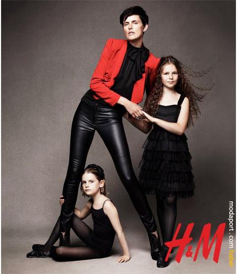 Anne ve kızları. Pantolonun fiyatı 39,95 TL. Siyah gömlek 39,95 TL