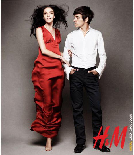 Çift. Saten elbise 69,95 TL. Beyaz erkek gömlek 19,95 TL