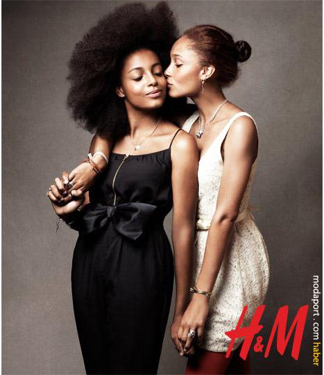 Kız kardeşler. Tulumun fiyatı 39,95 TL. Beyaz elbise 59,95 TL