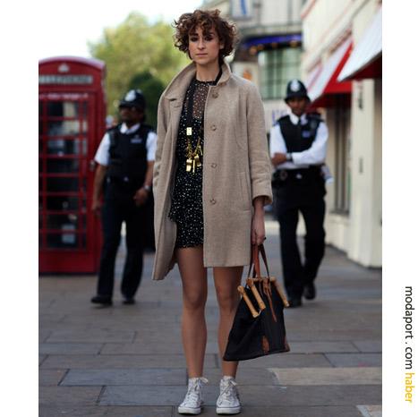 Londra sokak modasından: Converse ve elbise