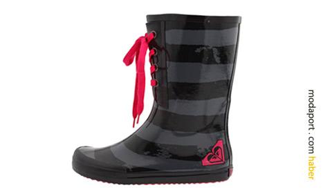 Roxy'nin spor yağmur çizmelerinden bu bağcıklı modelin yurtdışı fiyatı