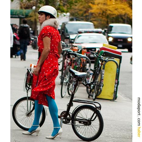 New York sokak modasından: Rengarenk stil ve kask