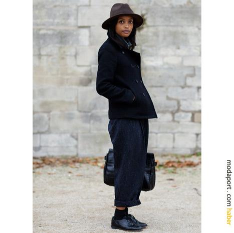 Paris sokak modasından: Kısa bol pantolon ve Oxford ayakkabılar