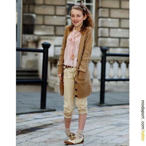 Londra sokak modasından: Yumuşak renkler ve nefis ayakkabılarla çocuk stili
