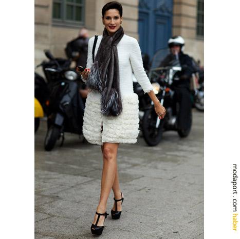 Place Vendôme, Paris sokak modasından: Giambattista Valli beyaz palto
