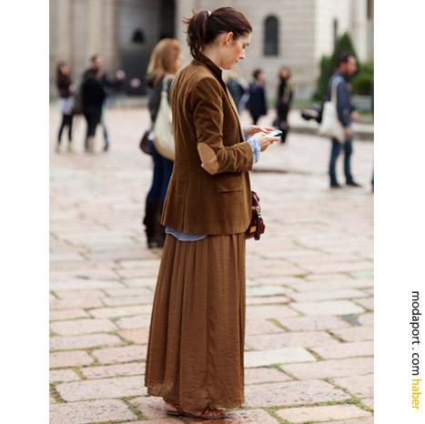 Milan sokak modasından: Dirsekli ceket ve uzun etek