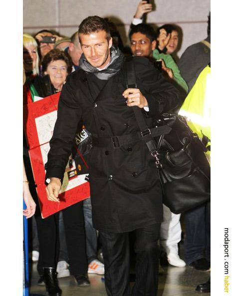 David Beckham siyah trençkotuyla havaalanında