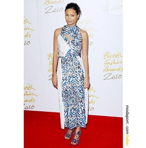 Thandie Newton çiçekli gece elbisesiyle