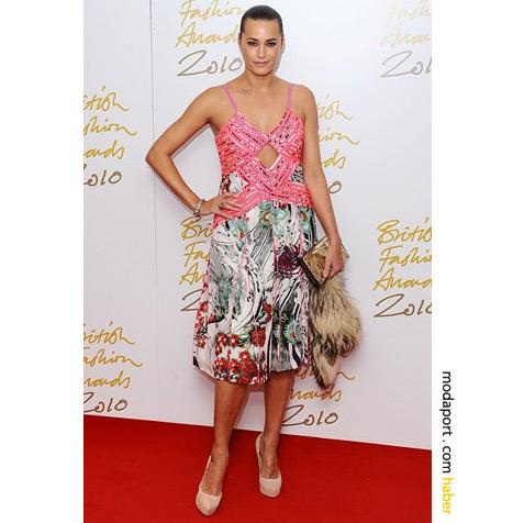 Jasmin le Bon renkli elbisesiyle