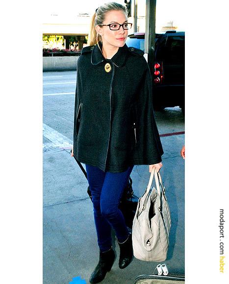 Sienna Miller gözlükleriyle havaalanında