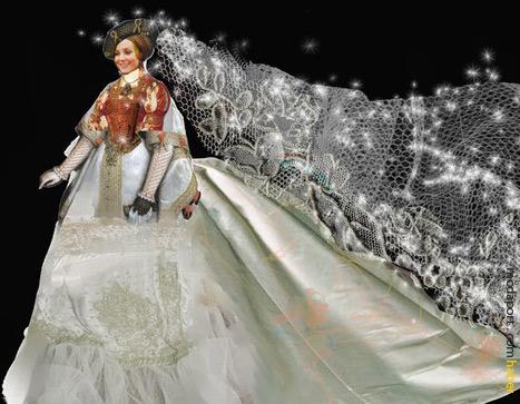 Tasarımcı Christian Lacroix, Kate Middleton için bu gelinlik modelini tasarlamış..