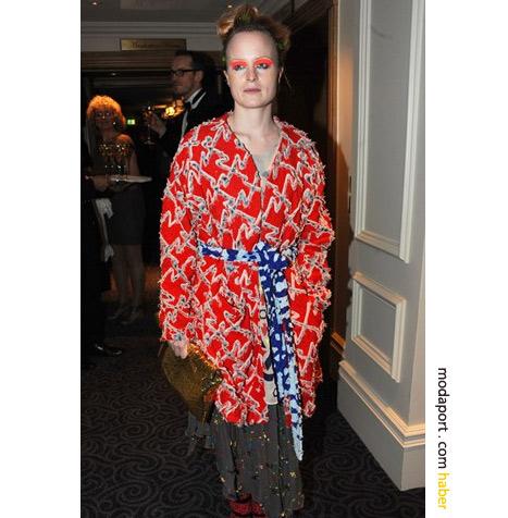 Louise Gray, kimono elbisesiyle