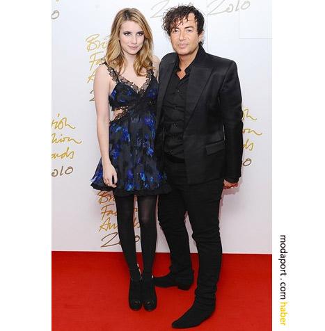Emma Roberts, askılı gece elbisesiyle