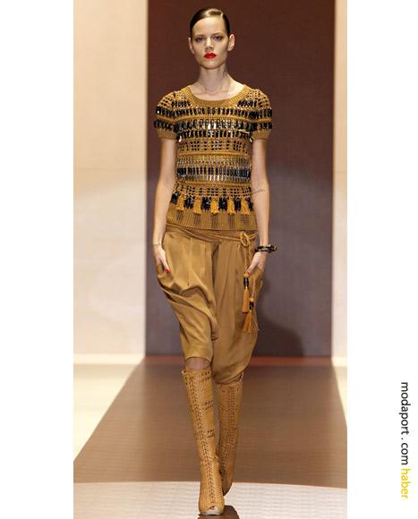 Gucci: Toprak tonlarında kalın tığ işi bluz ve makrame botlar