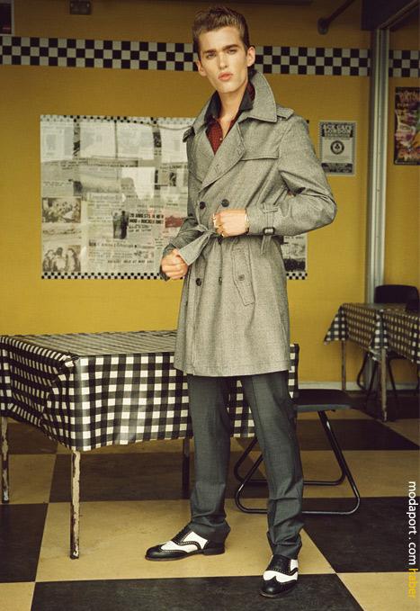 Tween trençkot paltonuzun kemerini bağlamayı unutmayın..