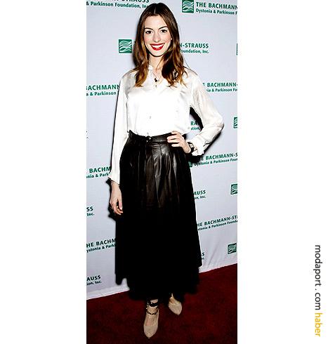 Uzun etek trendini başarılı uygulayan ünlülerden Anne Hathaway