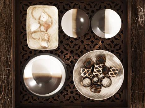 Kahve tonlarında tabak ve peçetelikler
