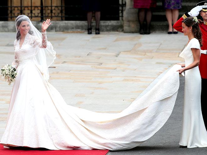 Prenses Kate'in uzun kuyruğunu nedimesi olan kız kardeşi Pippa