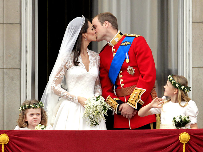Saray balkonunda öpücük